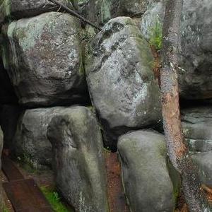 Okolice Kudowy Zdrój skałki zieleń